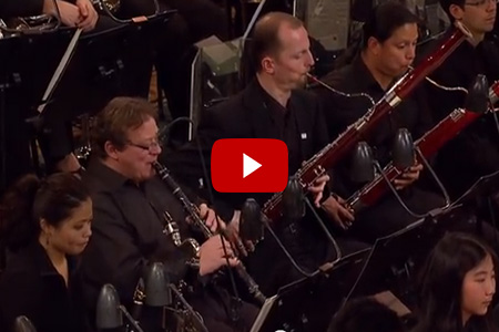 Andrew Marriner performing with the YouTube Symphony Orchestra